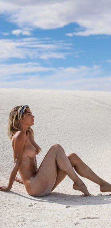 Sara Jean Underwood Naked (7 Photos)