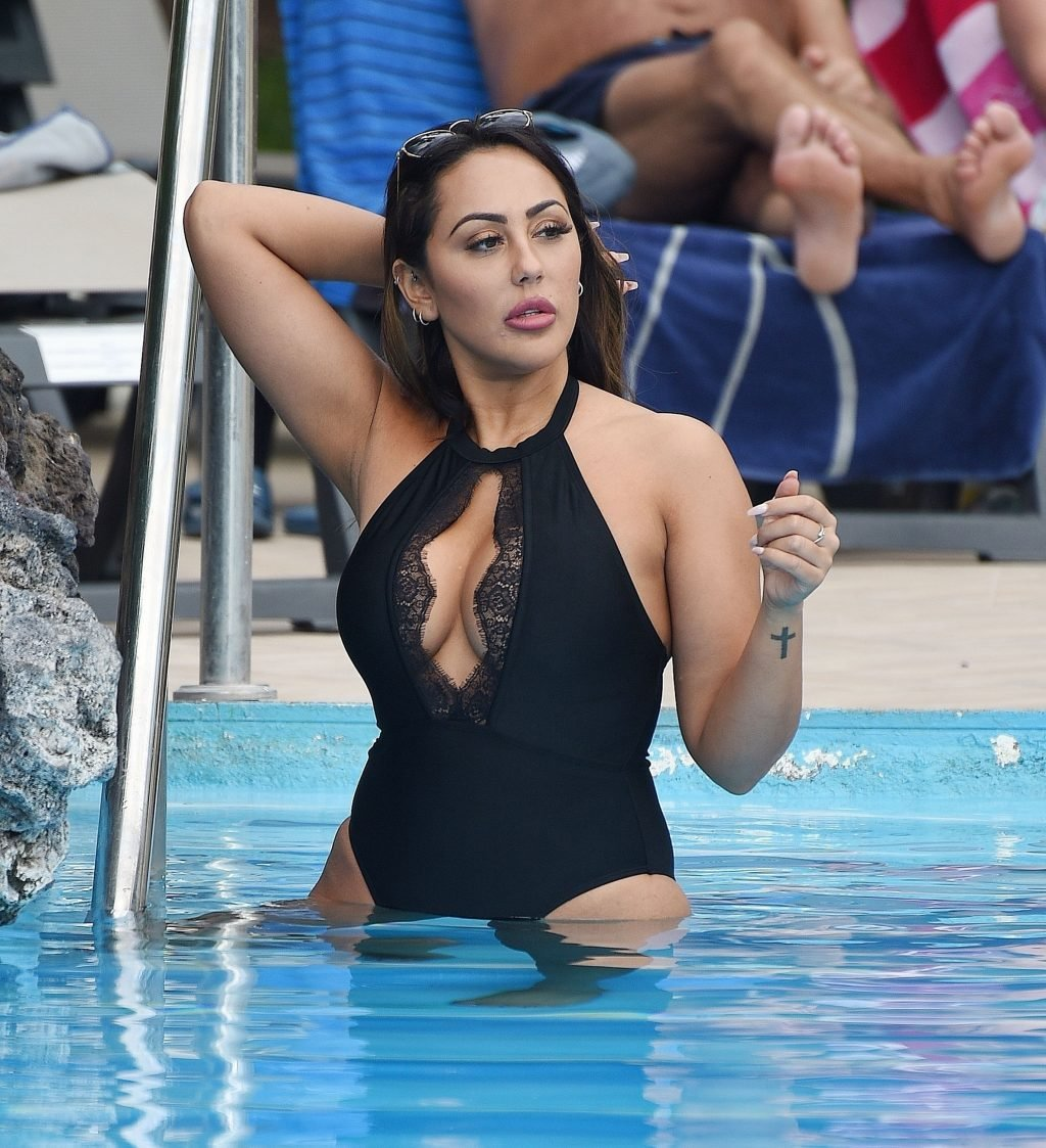 Sophie Kasaei Sexy (13 Photos)