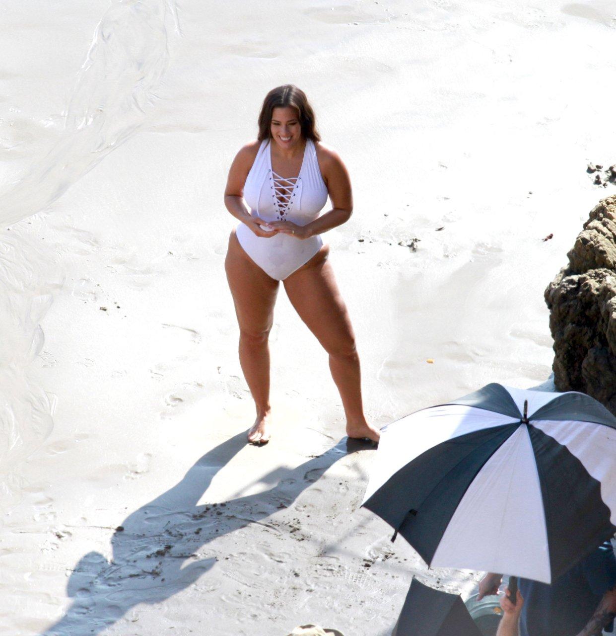 Ashley-Graham-Sexy-TheFappeningBlog.com-39.jpg