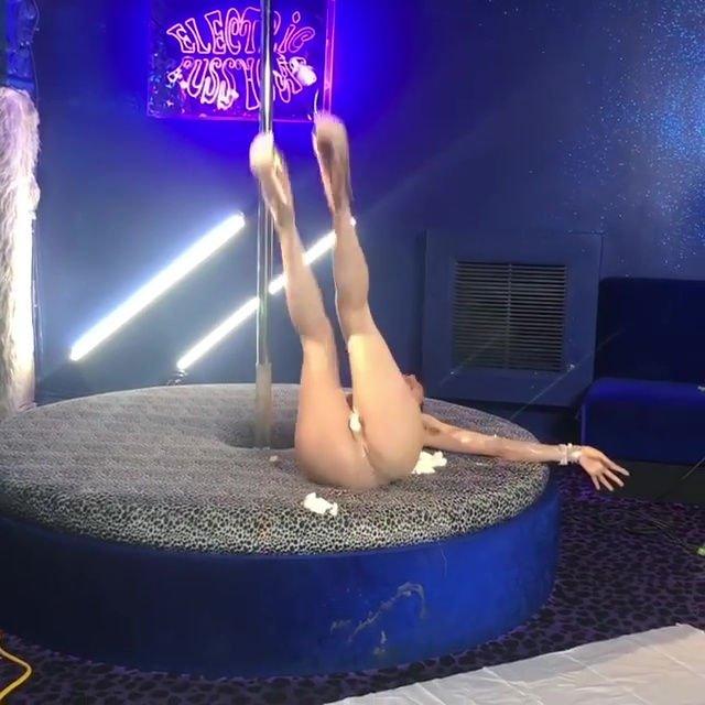 Bella Thorne Topless (29 Pics + GIFs & Video)