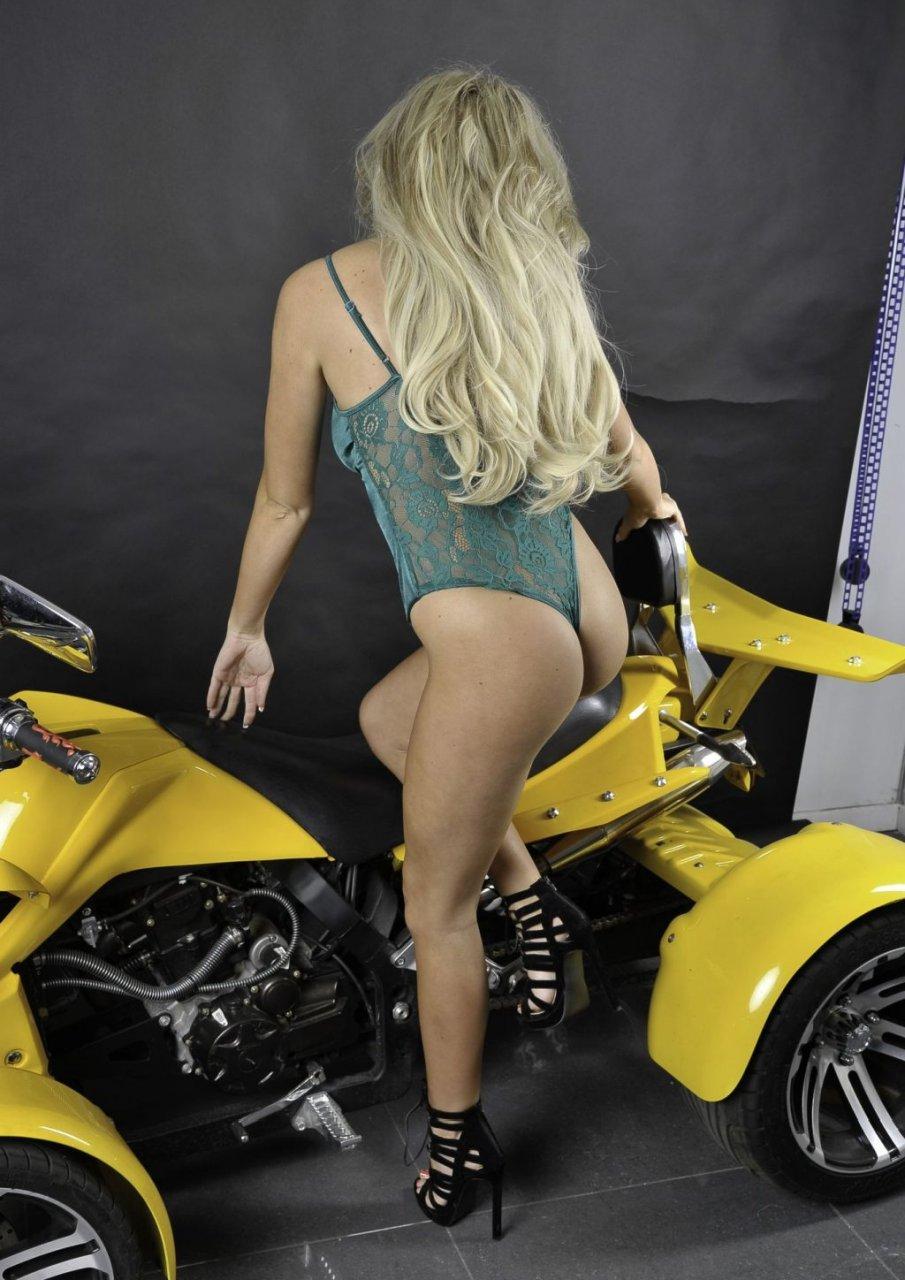 Beth Morgan Sexy (30 Photos)