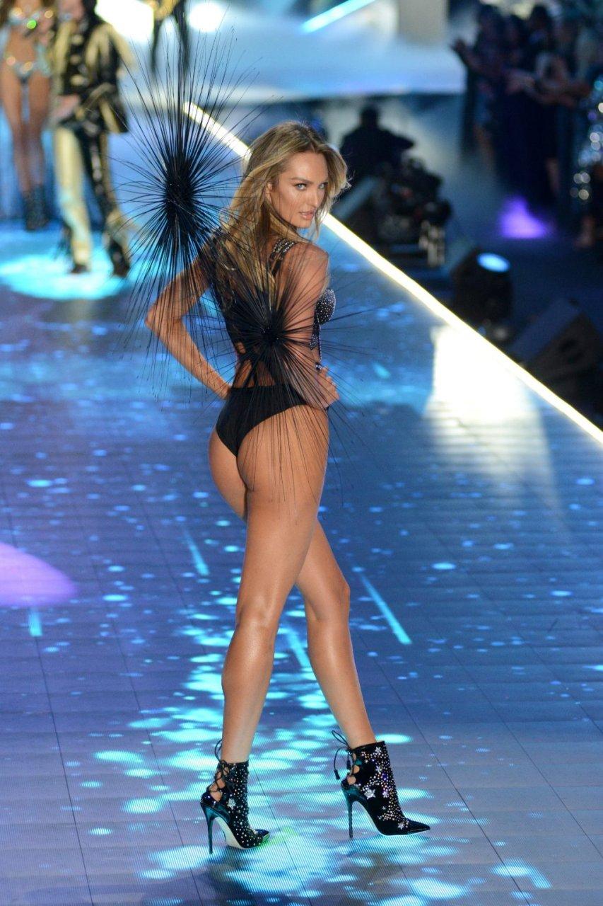 Candice Swanepoel (21 Sexy Photos)