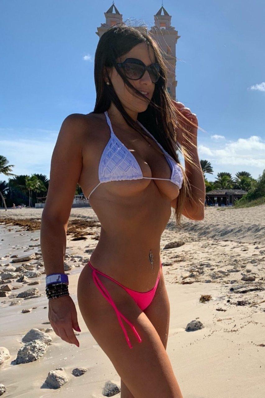 Claudia Romani Hot (14 New Photos)