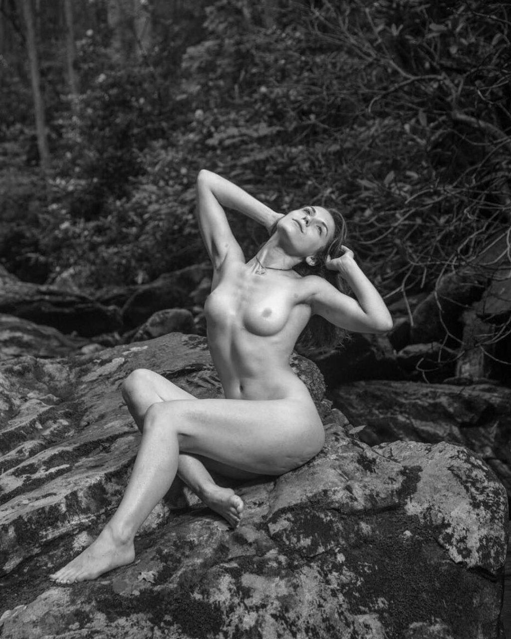 Selena Gomez Nude Leaked Fappening Photos