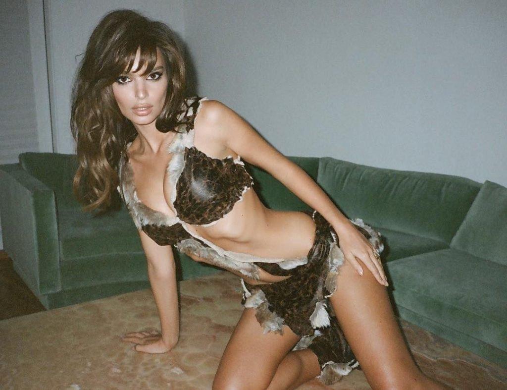 Emily Ratajkowski Sexy (15 Photos)