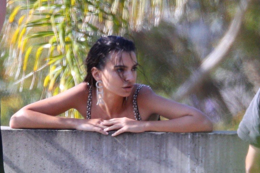 Emily Ratajkowski Sexy (29 Photos)