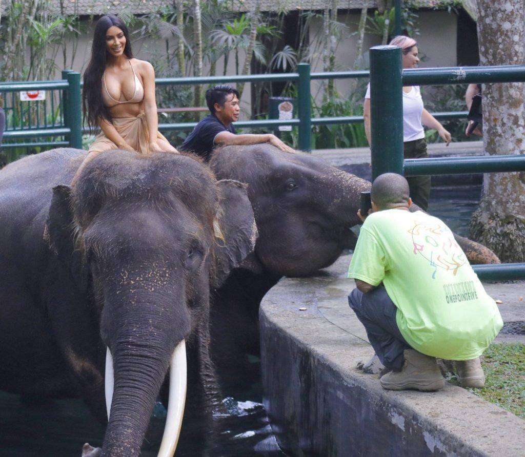 Kim Kardashian Sexy (14 Photos)