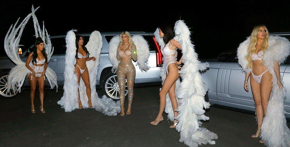 Kim, Kourtney, Khloe Kardashian & Kendall, Kylie Jenner Sexy (51 Photos)