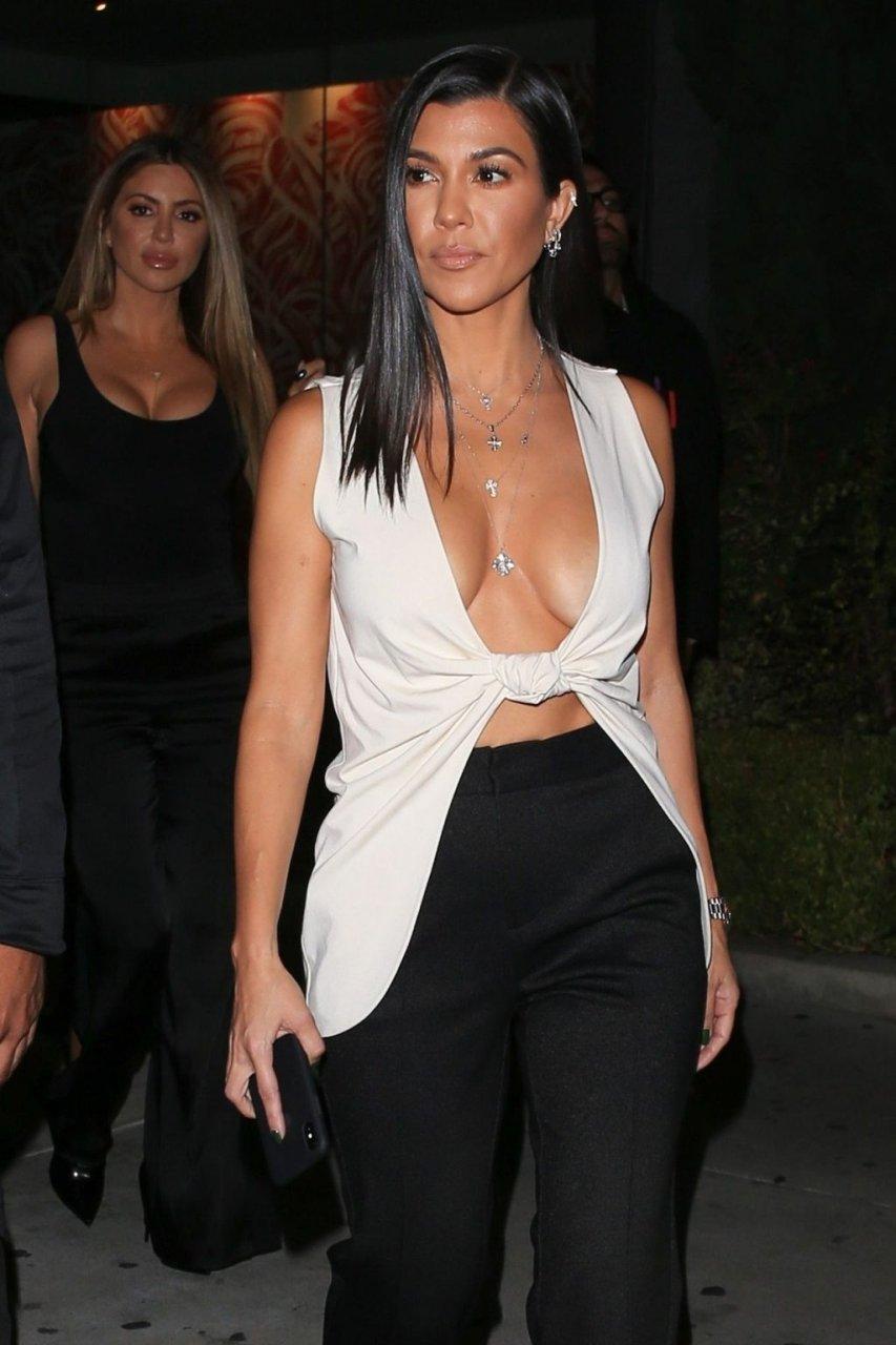 Kourtney Kardashian Sexy (115 Photos)