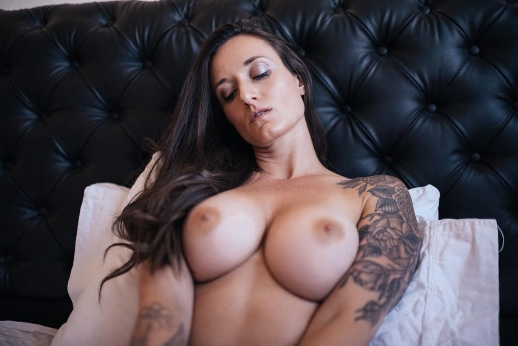 Kristi Cruz Nude (5 Photos)