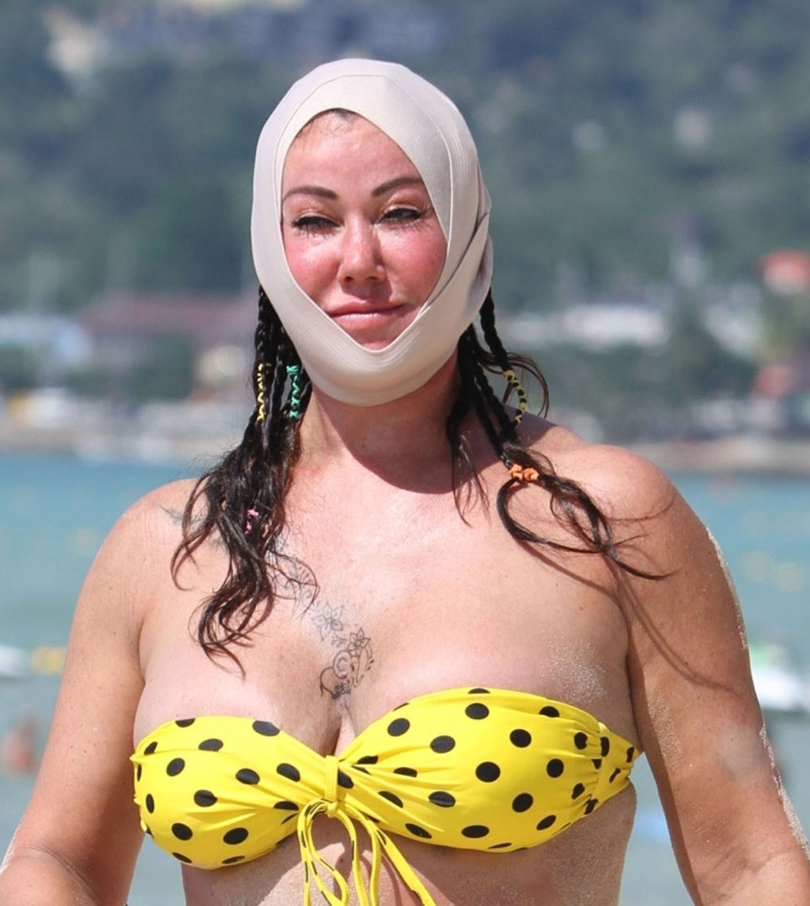 Lisa Appleton having fun on the beaches on holiday in the far east, 26-11-2018