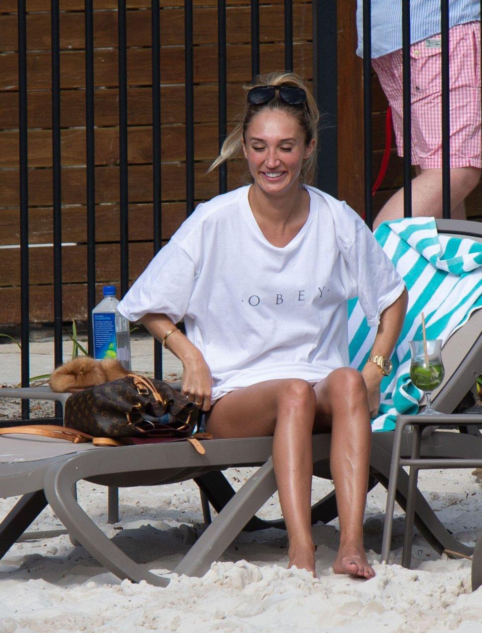 Megan McKenna Soaks Up The Sun While Enjoying A Poolside