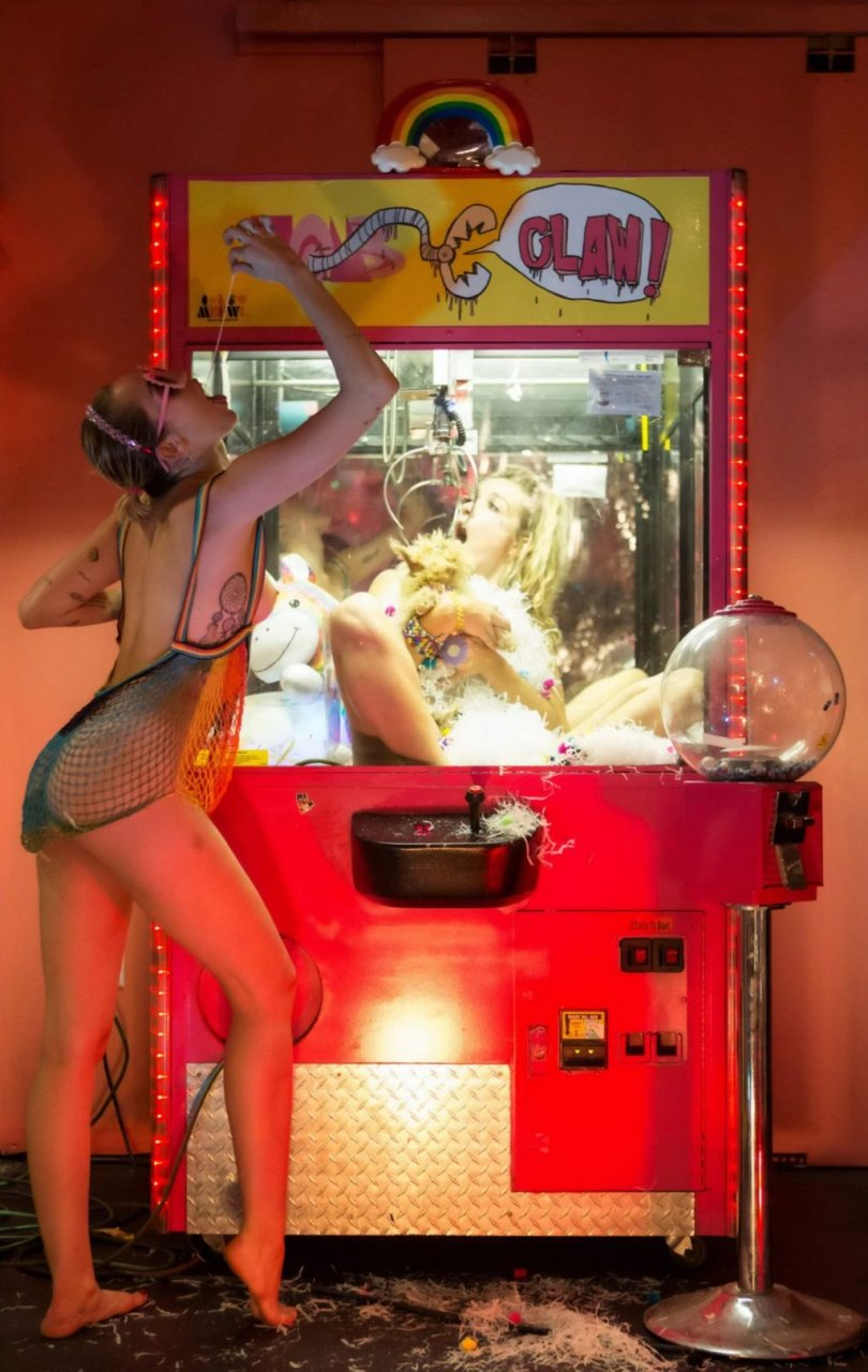 Miley Cyrus Nude & Sexy (19 Photos)