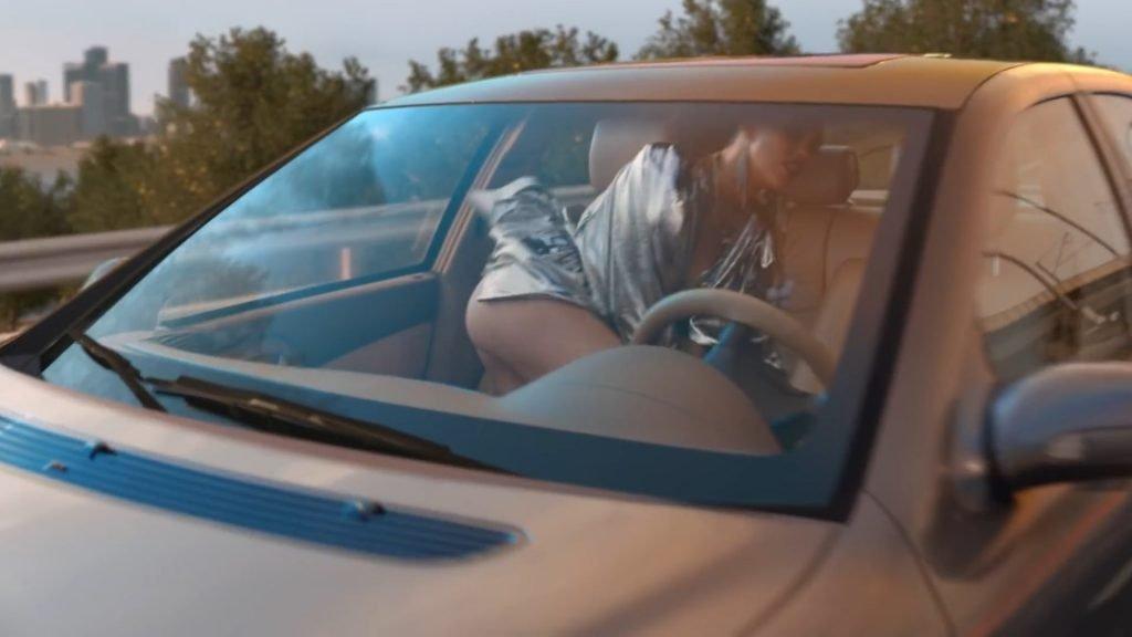 Miley Cyrus Sexy (16 Pics + GIF & Video)