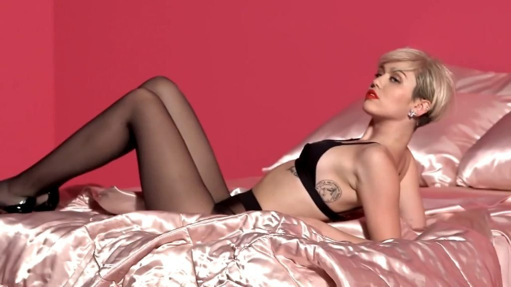 Miley Cyrus Sexy & Topless (100 Pics + GIFs & Videos)