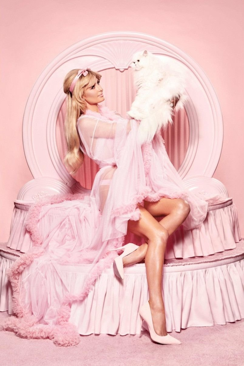 Paris Hilton Sexy (6 New Photos)