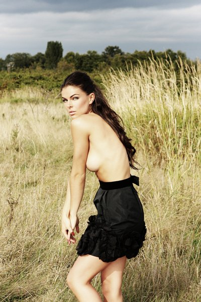 Serinda Swan Sexy & Topless (4 Photos)