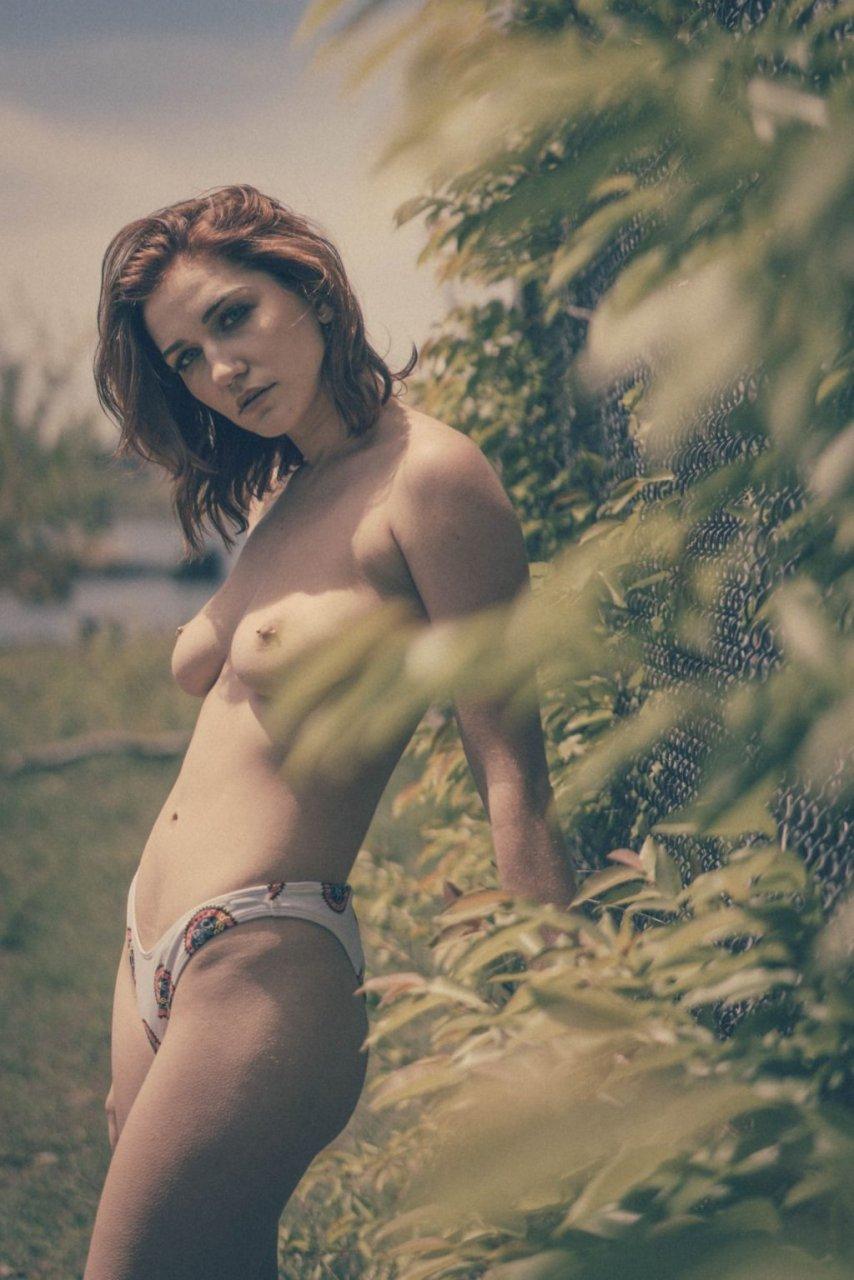 Skye Blue Sexy & Topless (9 Photos)