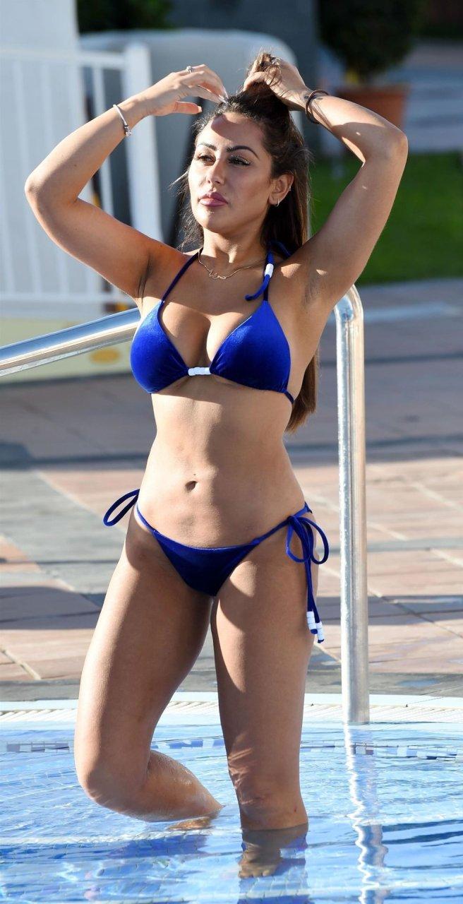 Sophie Kasaei Hot (12 Photos)
