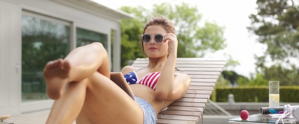 Stefanie Scott, Anna Friel Sexy – I.T. (18 Pics + GIF & Video)