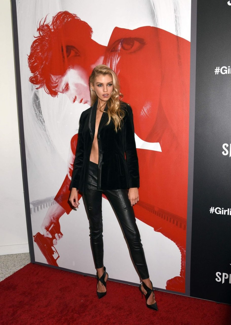 Stella Maxwell Braless (54 Photos)   #TheFappening