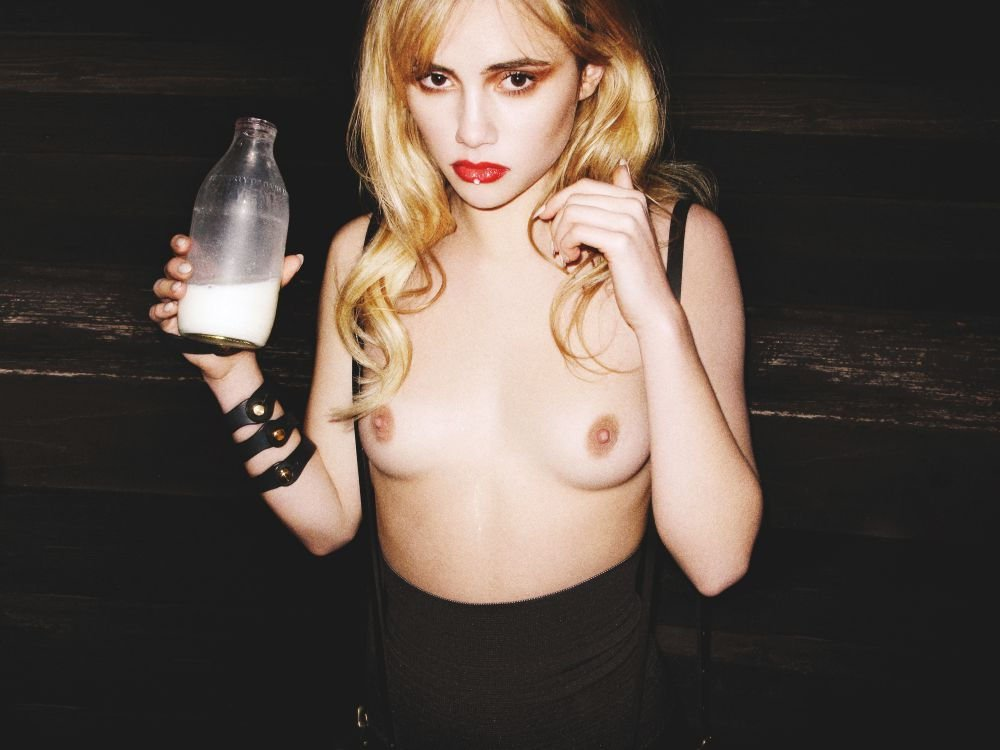 suki waterhouse naked