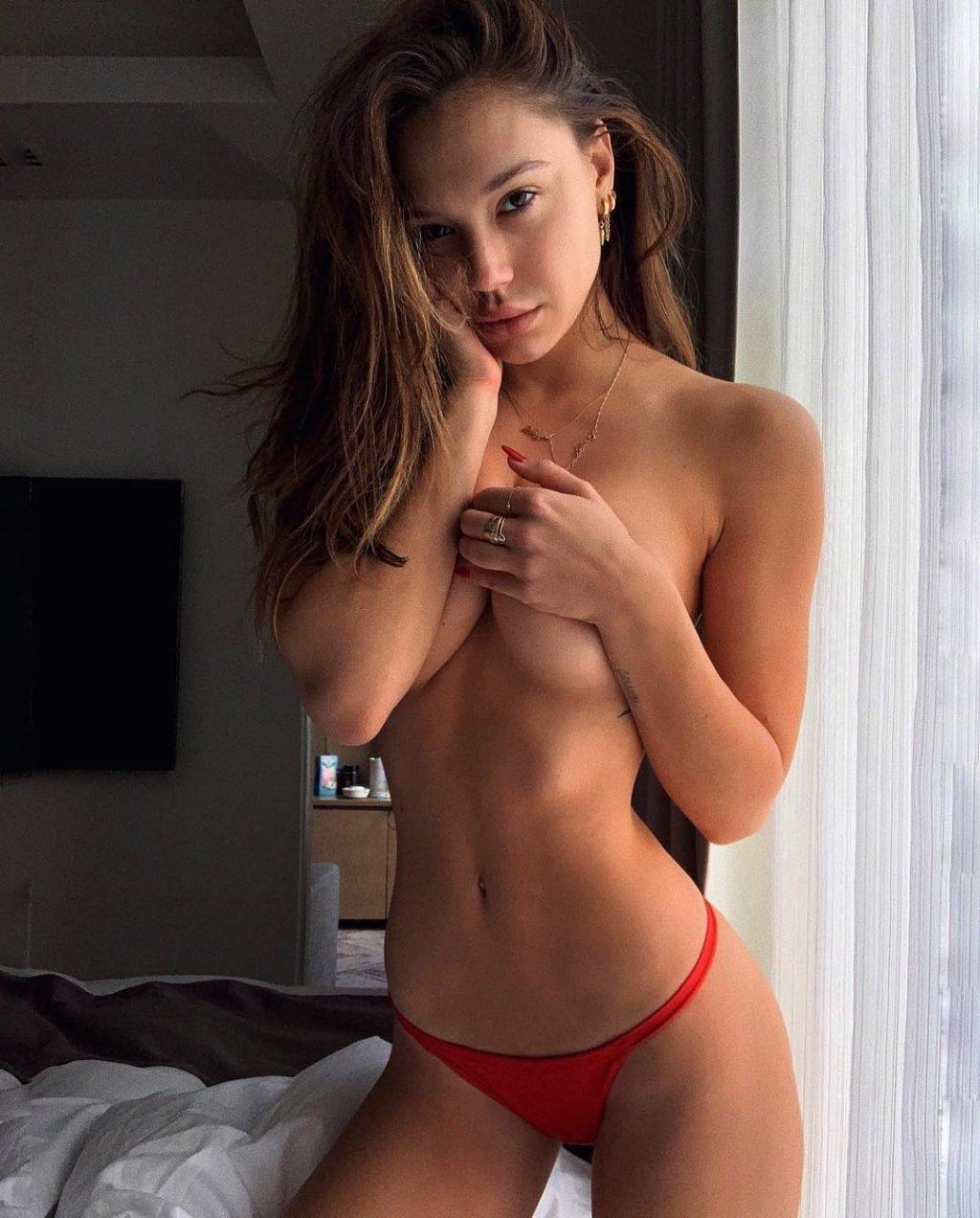 Alexis Ren Topless (2 Hot Photos)