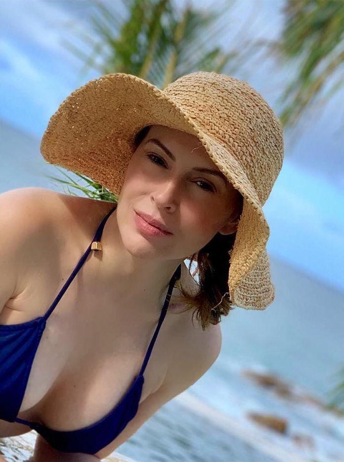 Alyssa Milano Sexy (6 Photos)