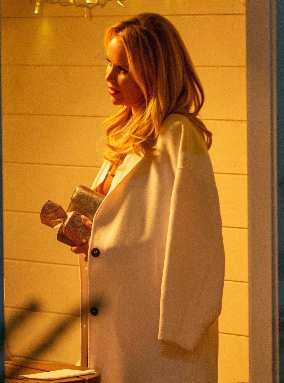 Amanda-Holden-Braless-TheFappeningBlog.com-25.jpg