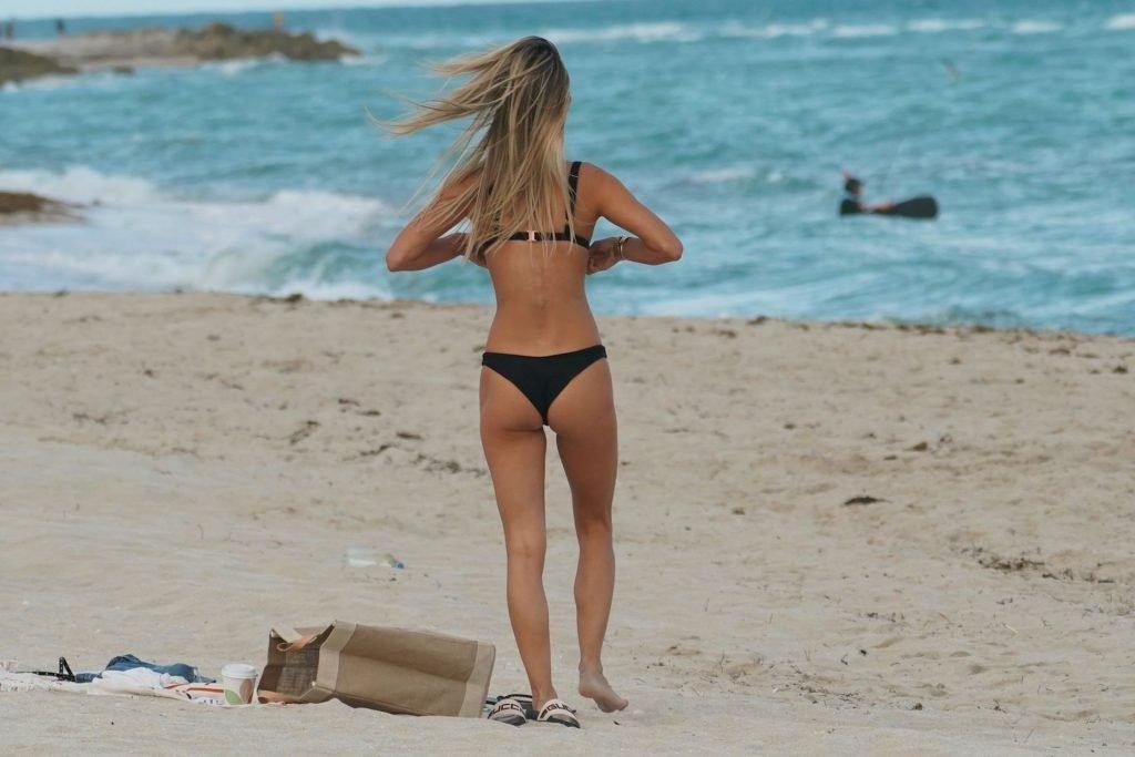 Danielle Knudson & Jelena Cikoja Sexy (27 Photos + GIF)