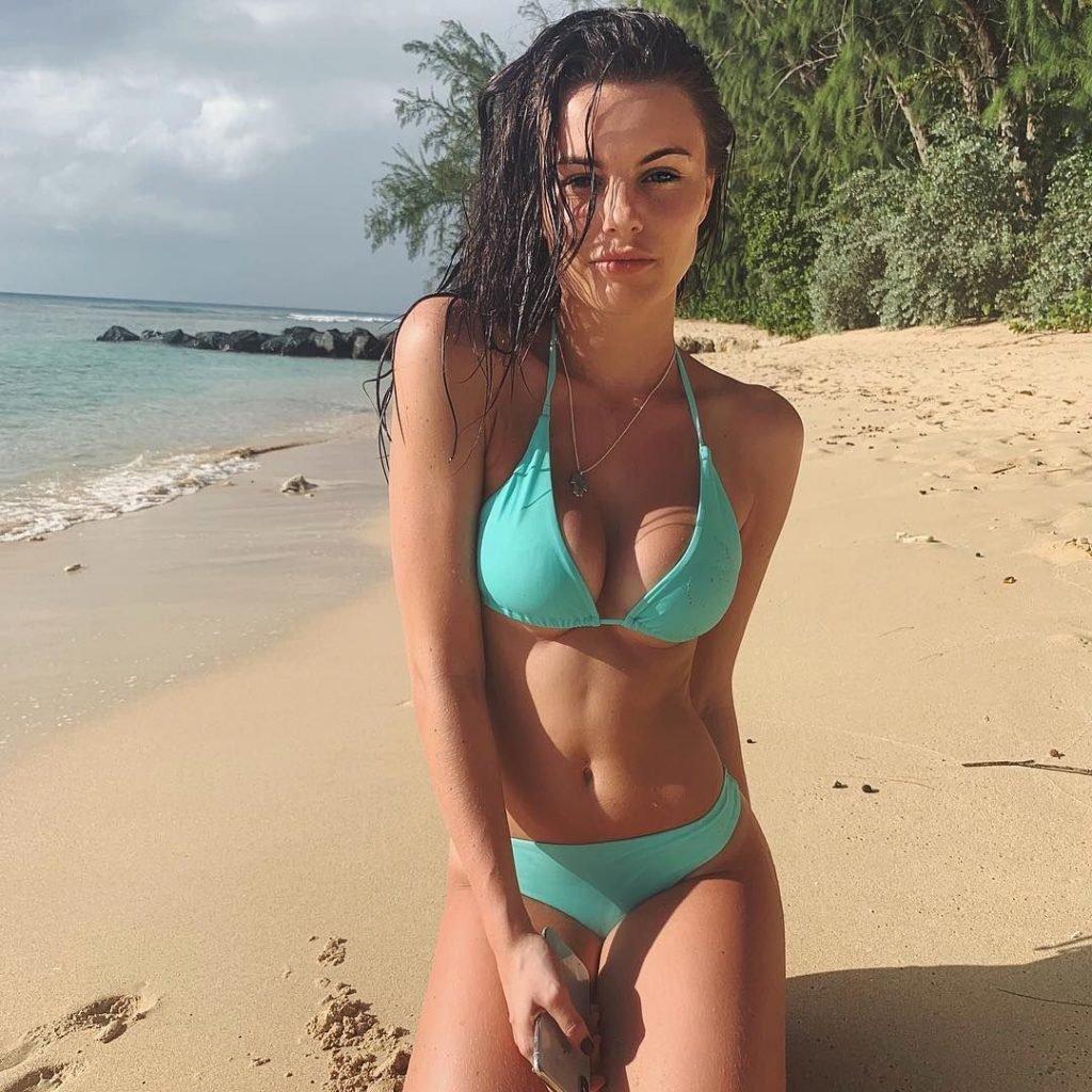 Emily Blackwell Sexy (13 Photos)