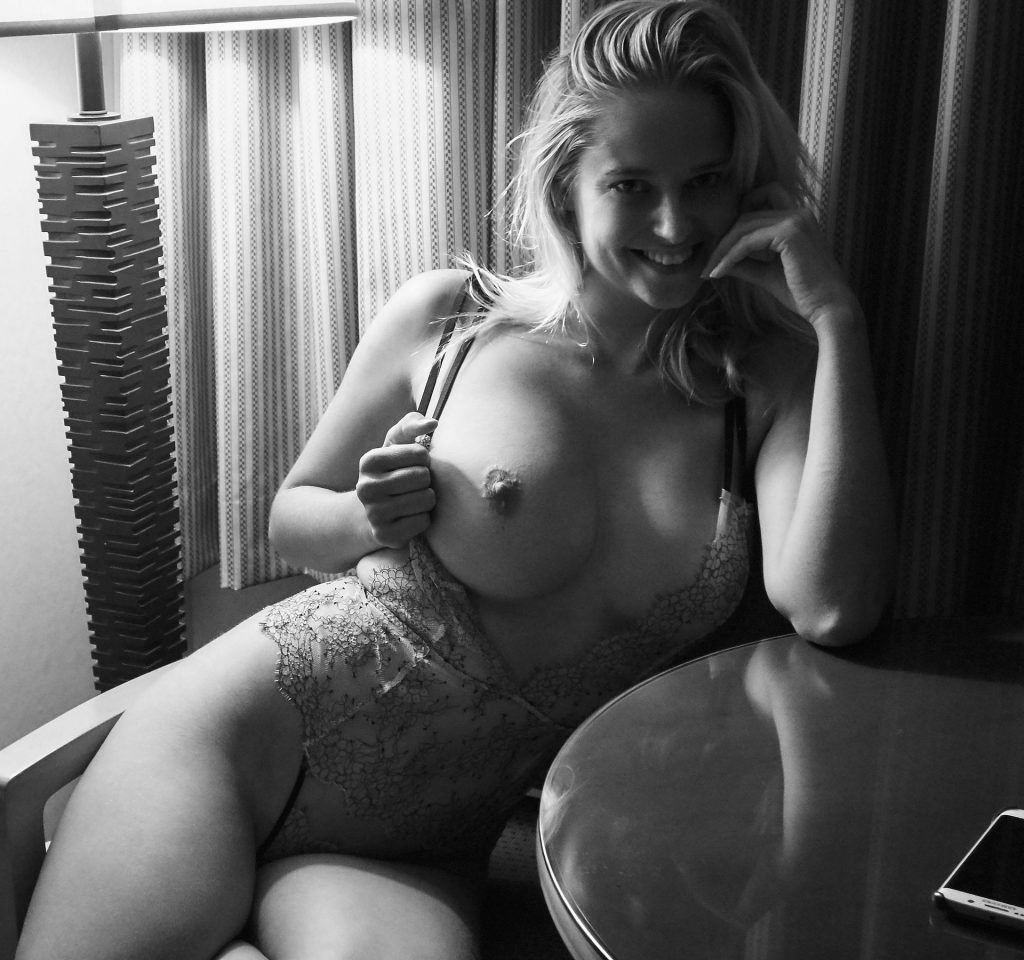 Genevieve Morton Nude & Sexy (48 Photos)