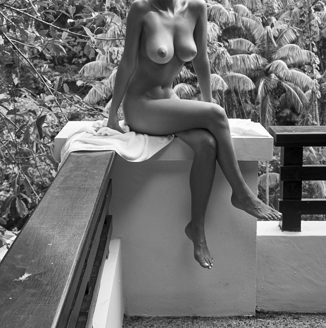 Photos nude genevieve morton