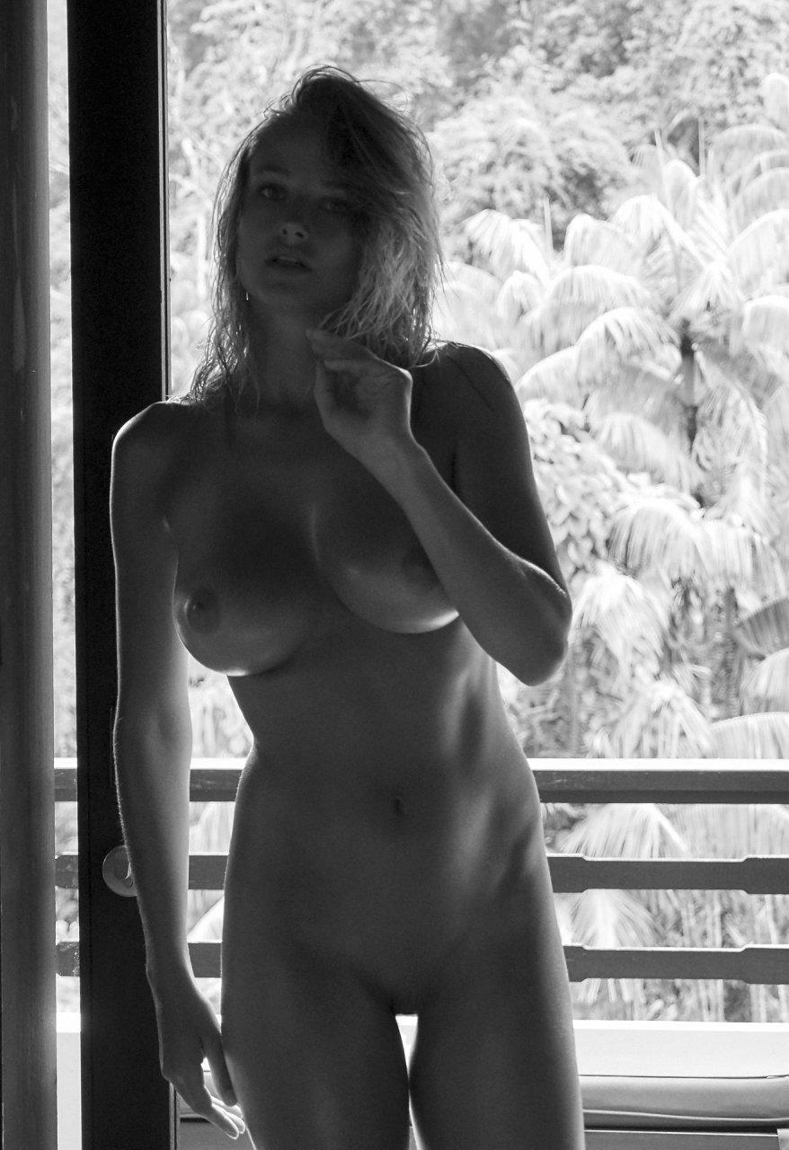 Genevieve Morton Nude Photos Sex Scene Pics