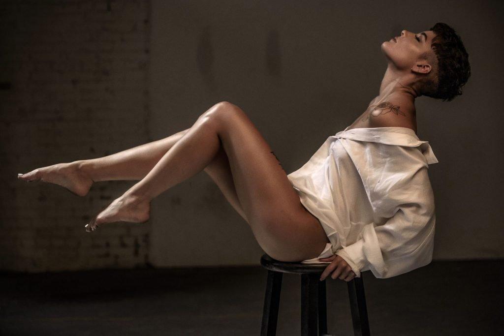 Halsey Sexy & Topless (3 Photos)