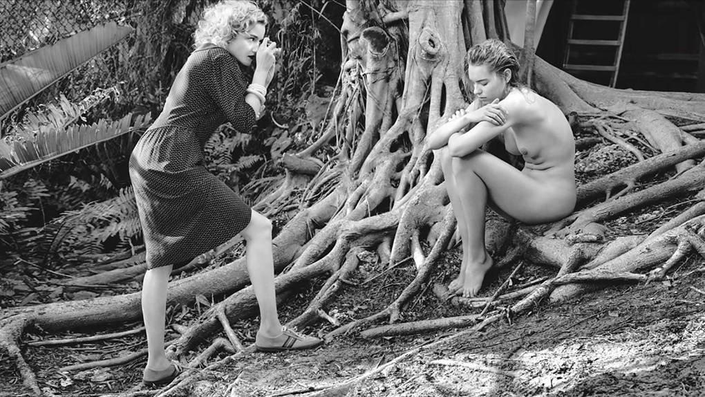 Julia Garner Sexy (24 Photos + GIF & Videos)