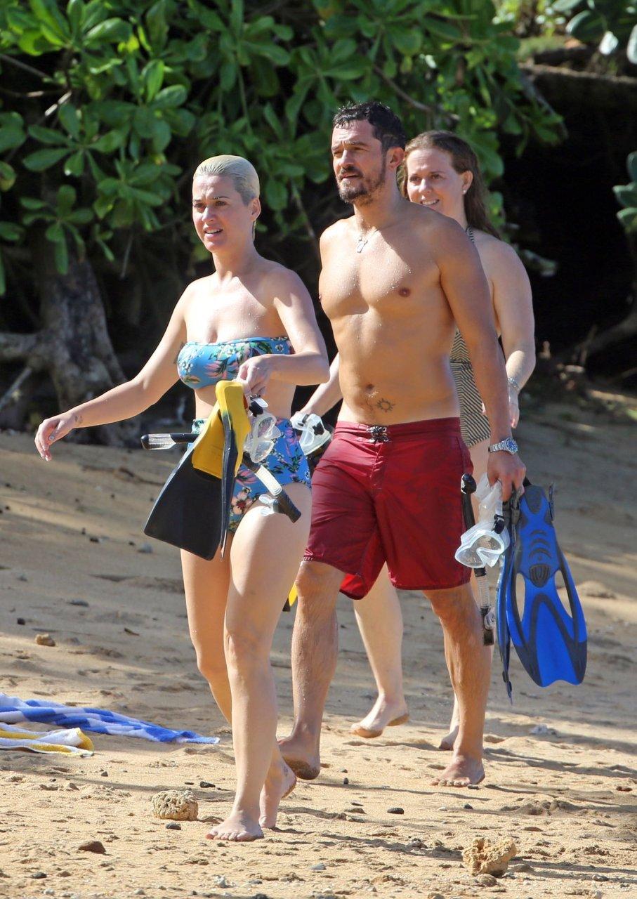 Katy Perry enjoys Christmas vacation on the beach in Hawaii 27-12-2018