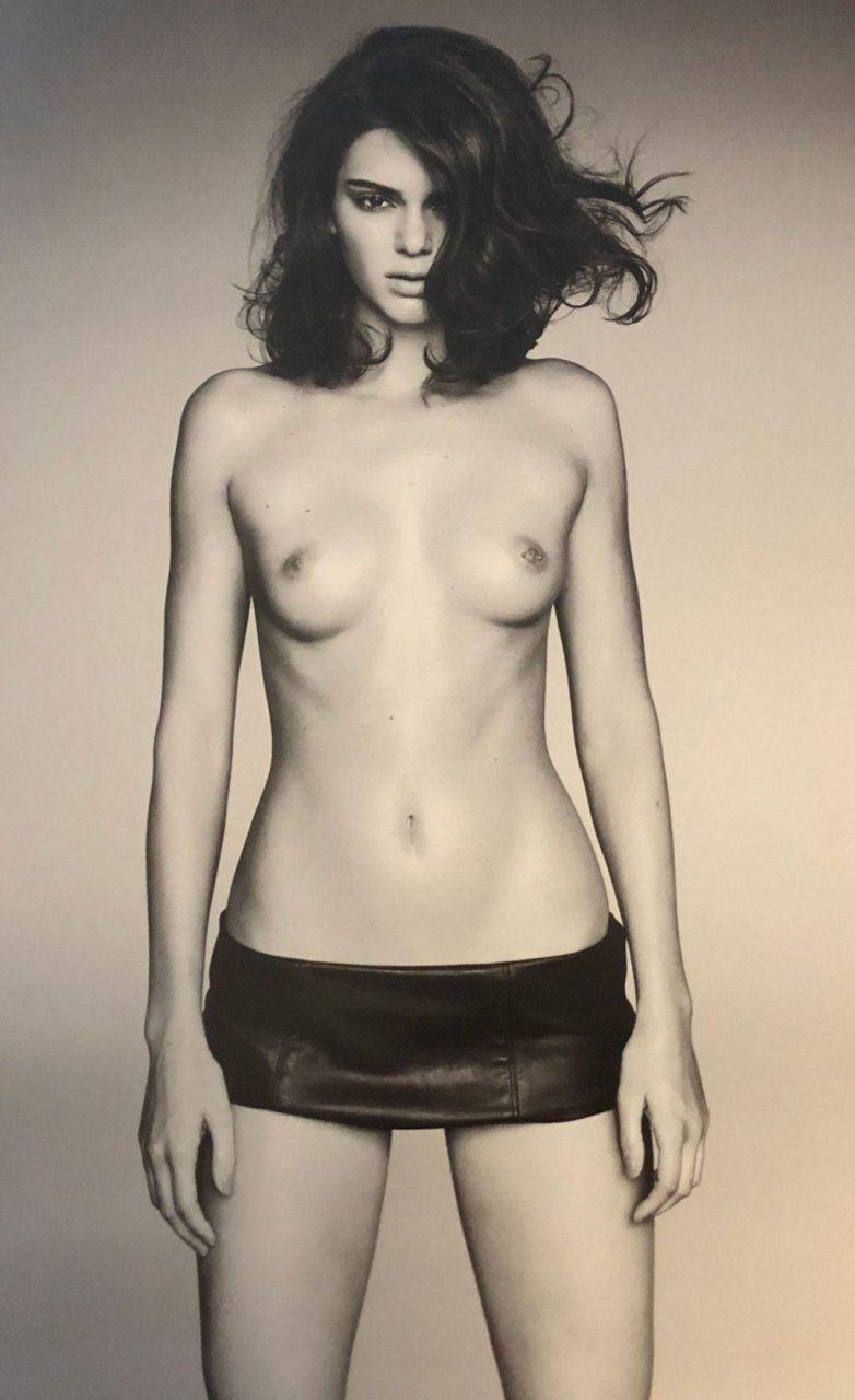 Kendall Nicole Jenner Topless (1 Photo)