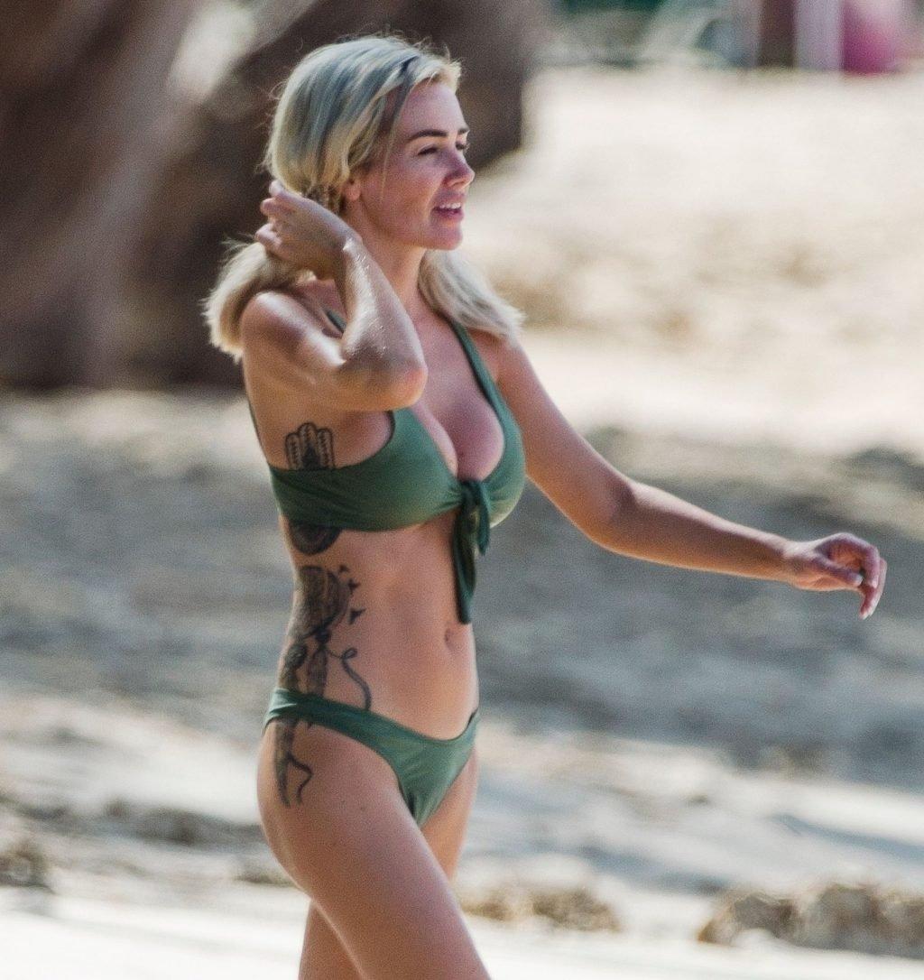 Laura Anderson Sexy (82 Photos)