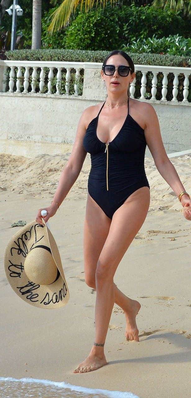 Lauren Silverman Sexy (36 Photos)