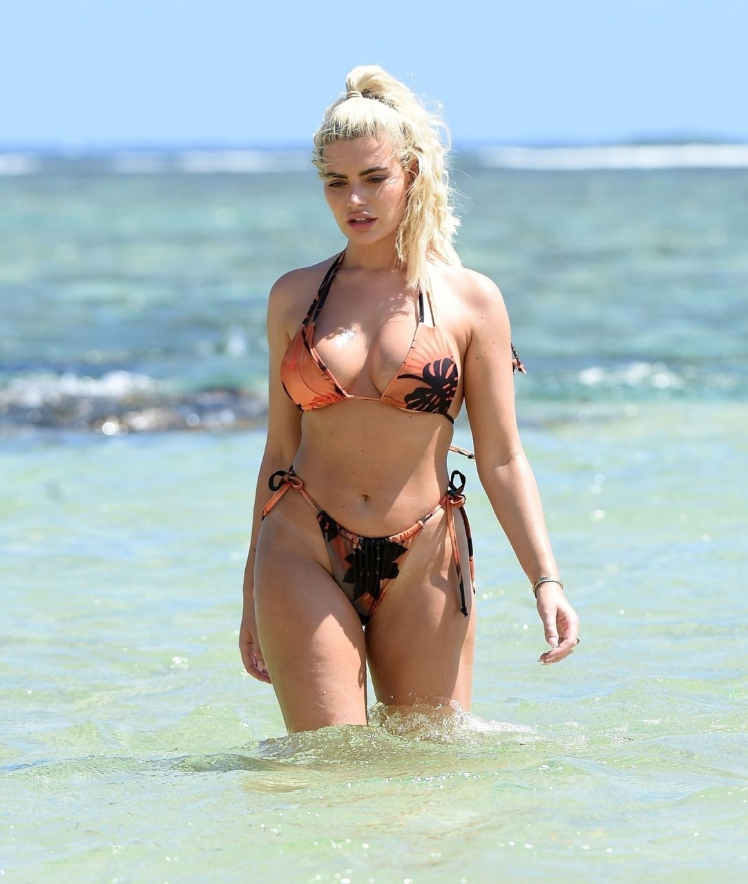 Megan Barton Hanson on a romantic sun-kissed holiday in Mauritius, 12/12/2018