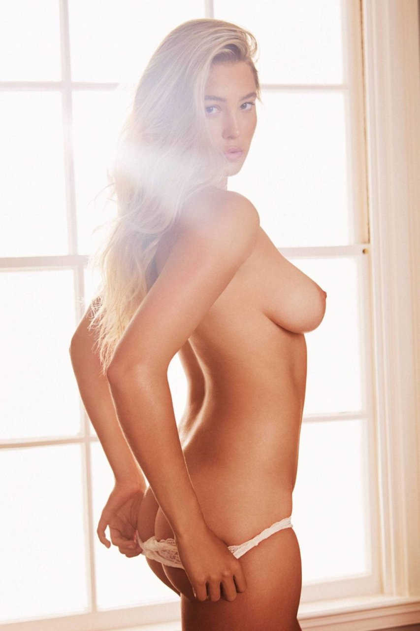 Megan Moore Nude & Sexy (15 Photos)