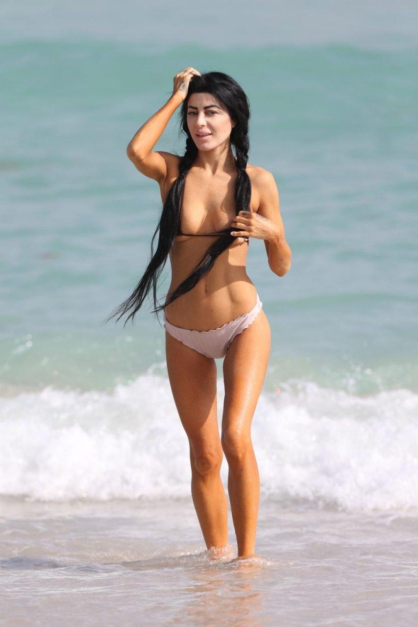 Melissa Howe Sexy & Topless (22 Photos)