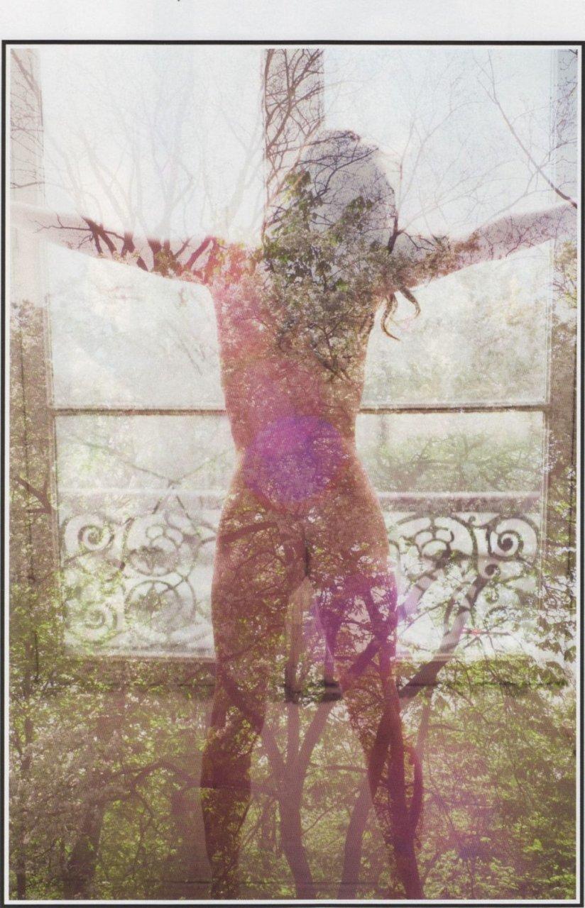 Milla Jovovich Naked (13 Photos)