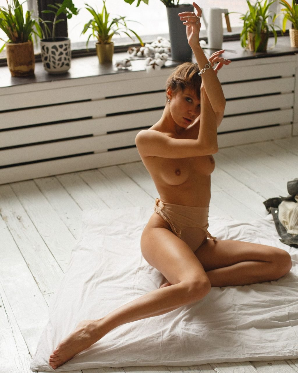 Lottie Lion  nackt