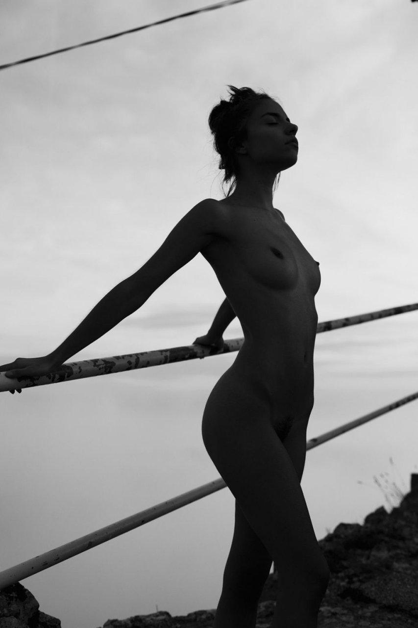 Rebecca Bagnol Nude (12 Photos)