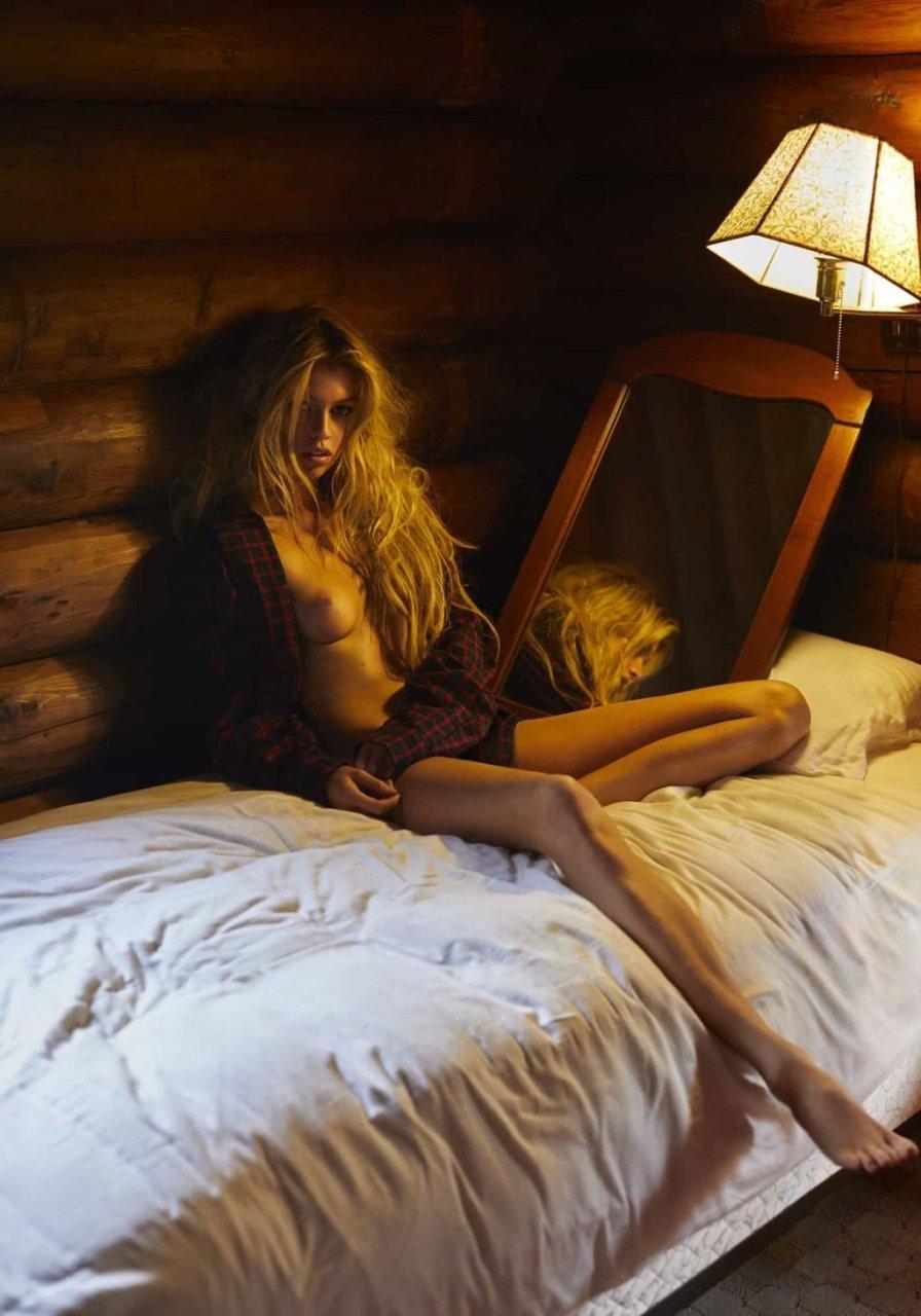 Stella Maxwell Nude & Sexy (11 Photos)