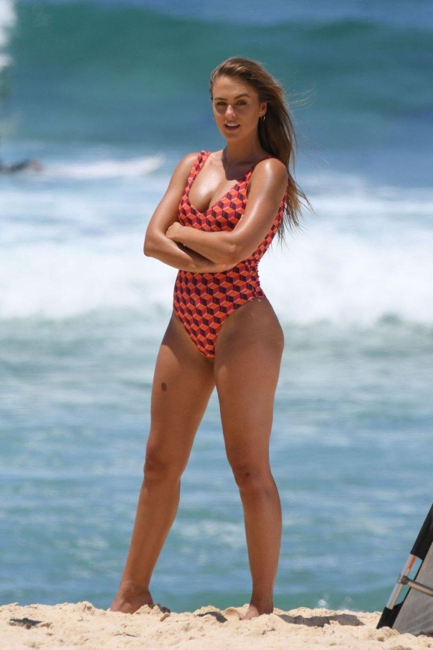 nudes (54 photo), Cleavage Celebrity fotos
