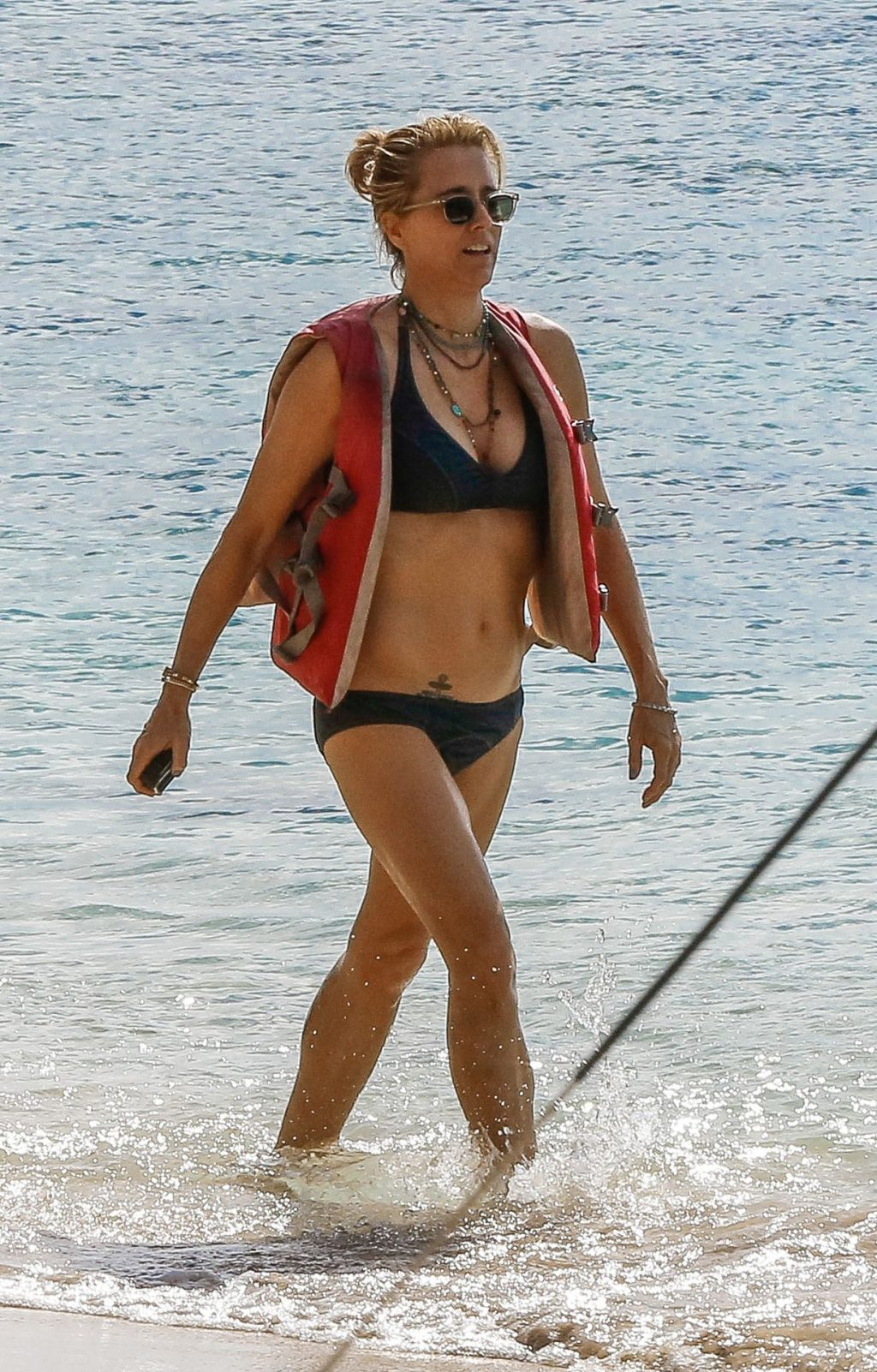 Téa Leoni Sexy (23 Photos)