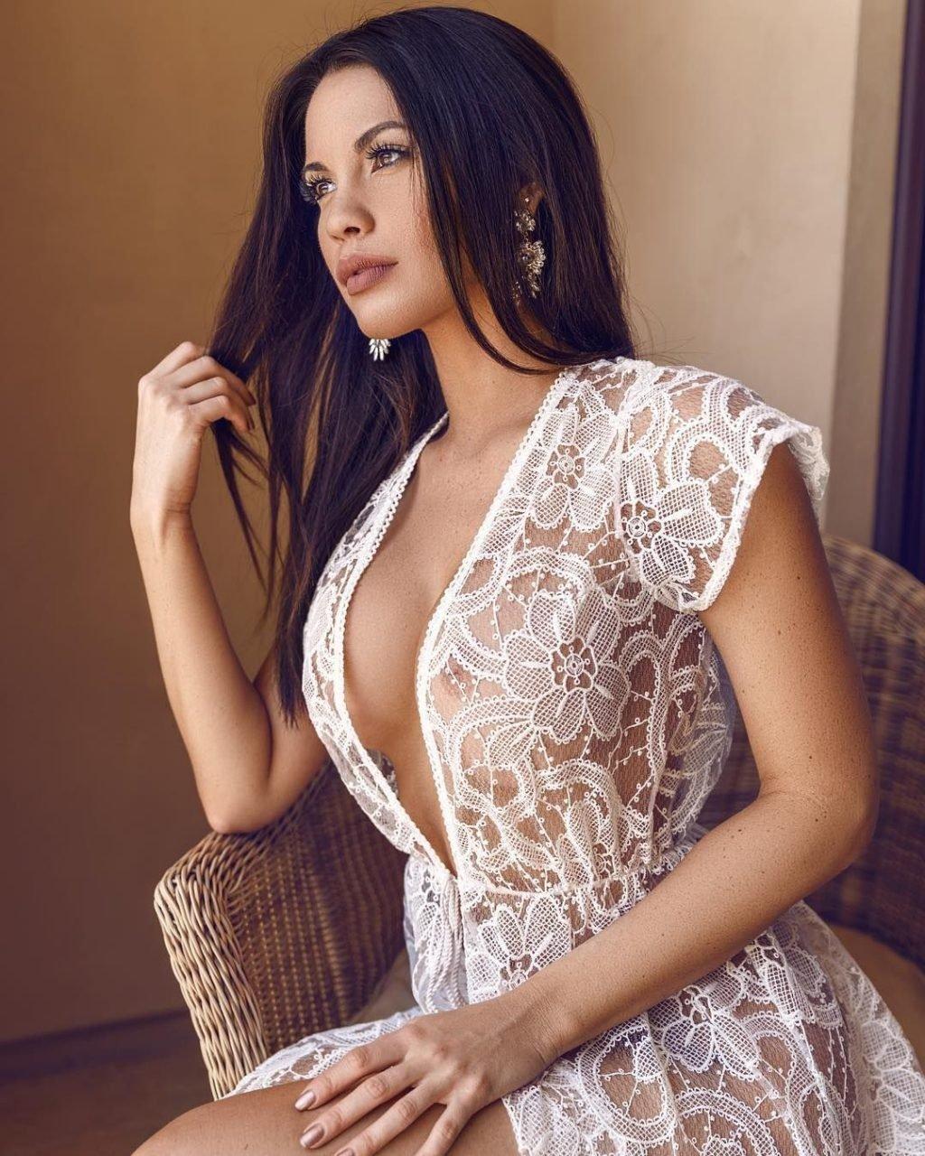 Alexis knapp nude,Abbie holborn ass Porn pictures Amelia windsor sexy,Jessica alba cleavage 7 Photos